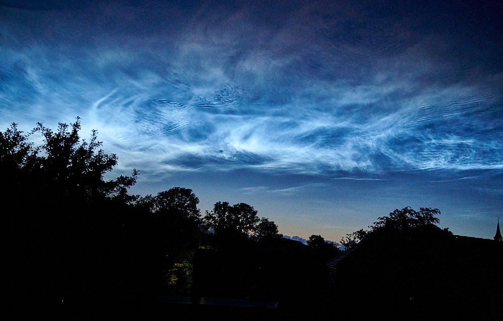 Leuchtende Nachtwolken, Eisiges Licht In Heißer Sommernacht