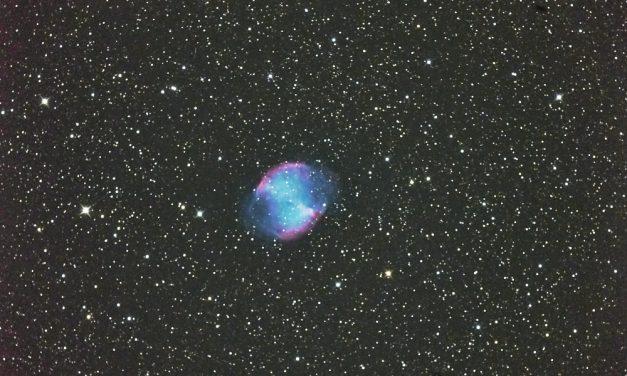 Der Hantelnebel M27: Das spektakuläre Ende eines Sterns